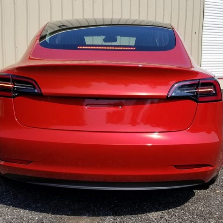 Gloss Dragonfire Red Tesla Model 3